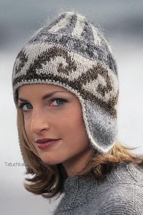 Вязаная шапка с ушками спицами