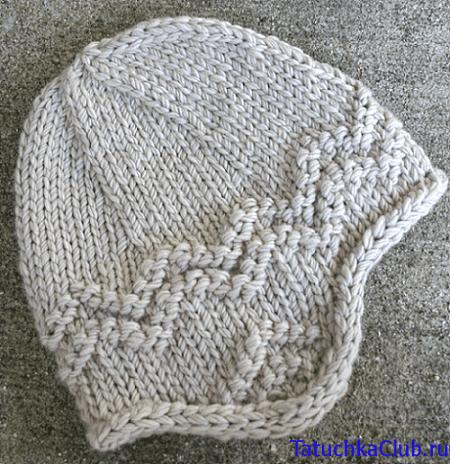 Женская шапка спицами с ушками
