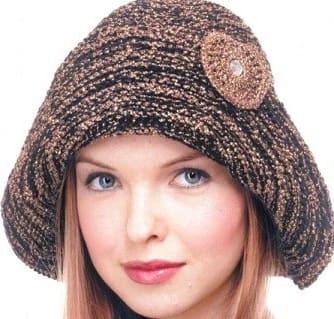 Женская шапка с полями спицами