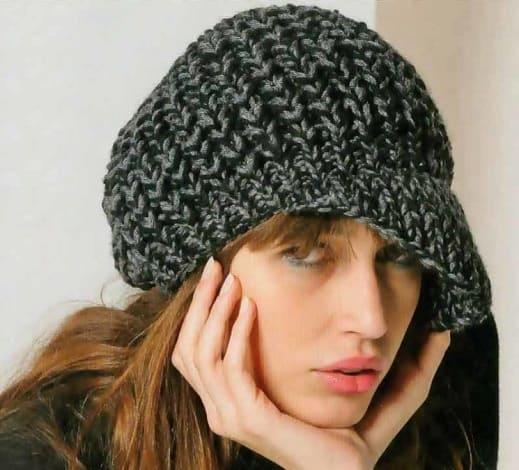 Вязаная шапка кепка крупной вязкой