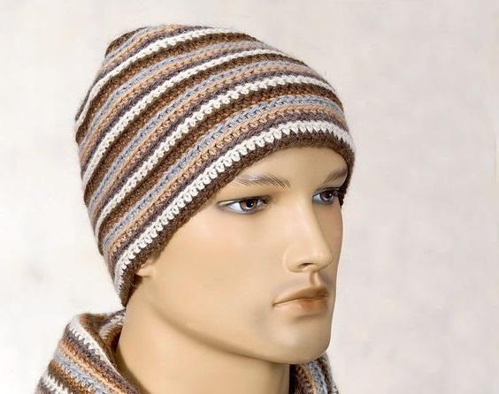 Мужская шапка с полосками крючком