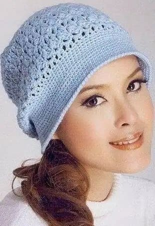 Голубая весенняя шапочка в стиле ретро