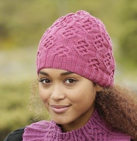 Яркая весенняя шапка