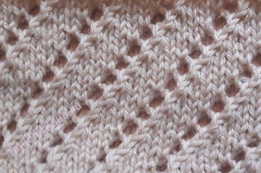 Вязка с ажуром диагональными полосками