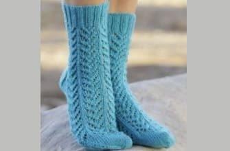 Голубые вязаные носки