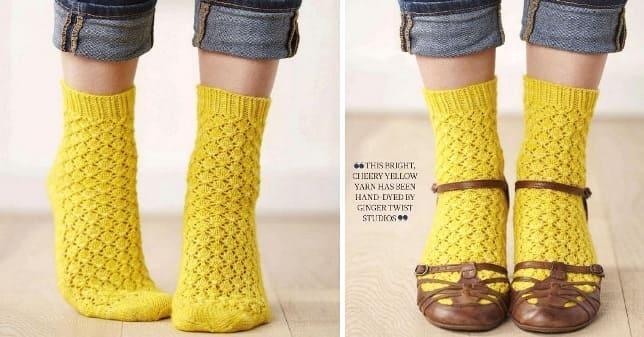 Желтые ажурные носки спицами