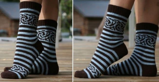 Женские полосатые носки спицами